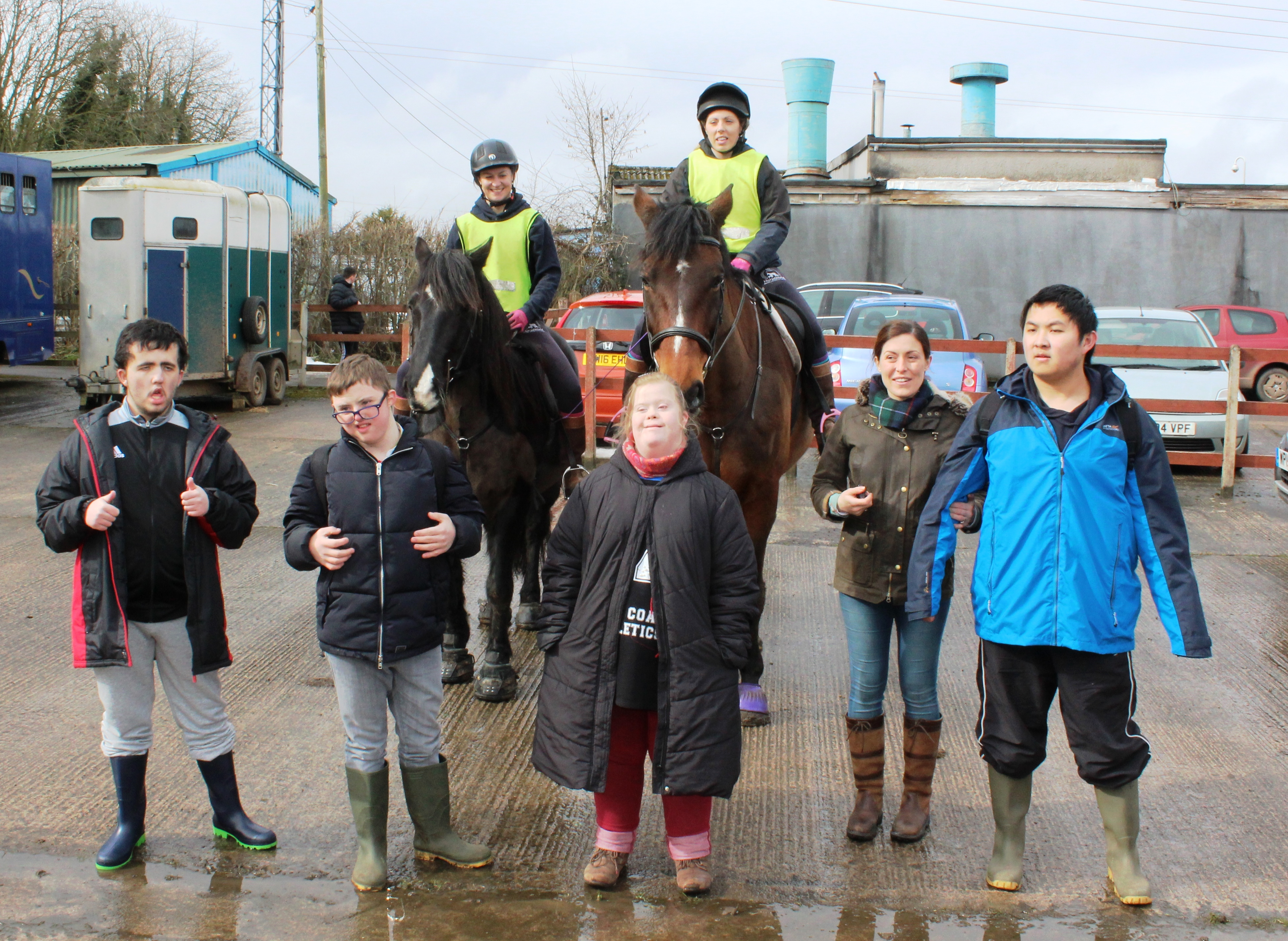The students from Poplar college meeting two of the trainers and horses Gunner ridden by Caitlin (L) and Quinn ridden by Kayleigh (R). Students from left to right are; Owen, James Rhyan, Teacher- Deborah Fay and Ben